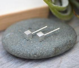 Little Cube Stud Ear..
