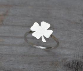 Lucky Shamrock Ring ..